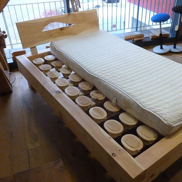Beitragsbild Balken Bett in Zirbe - Schreinerei Bergmann - Küssaberg-Kadelburg