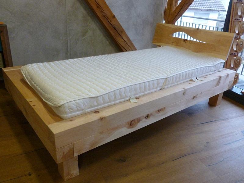 Referenz Balken Bett in Zirbe - Schreinerei Bergmann - Küssaberg-Kadelburg