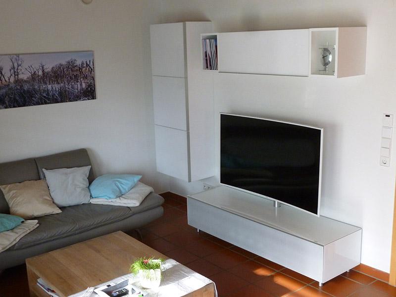 Referenz TV Möbel Hochglanz weiß - Schreinerei Bergmann - Küssaberg-Kadelburg