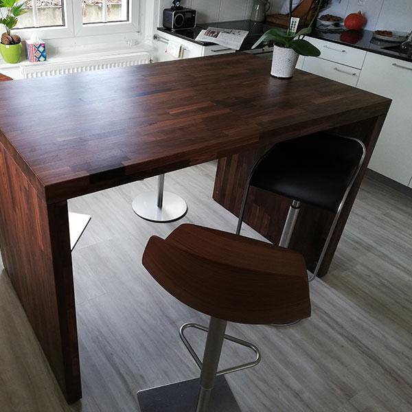 Beitragsbild Tisch in Nussbaum - Schreinerei Bergmann - Küssaberg-Kadelburg