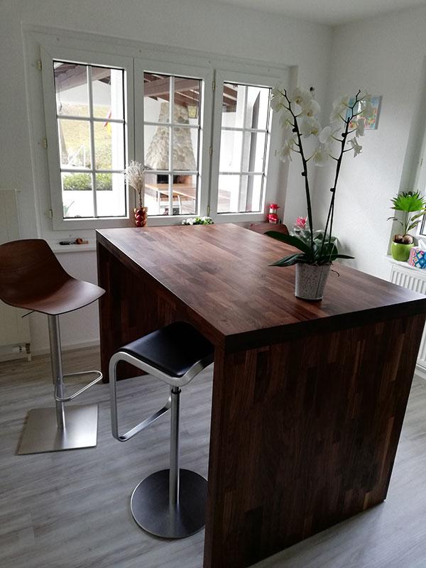 Referenz Tisch in Nussbaum - Schreinerei Bergmann - Küssaberg-Kadelburg